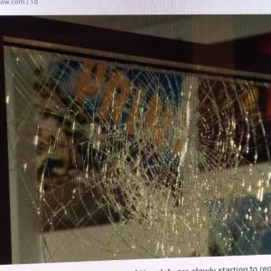 チャイナタウンホームレスが増え店が破損される(Hawaii News Now)