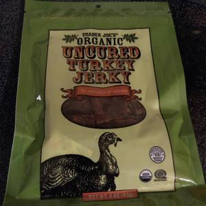 夕食のサラダの後、Turkey  Jerky を。Turkey は、ベーコンの方が...