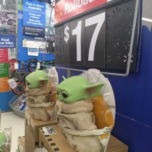 購入検討中。。#ヨーダ #ベイビーヨーダ #ハワイ#ウォルマート