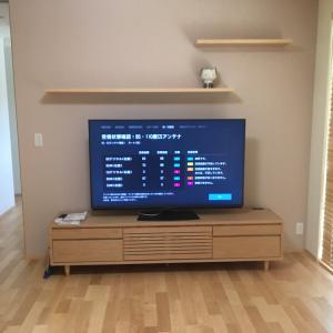 テレビボードとテレビ