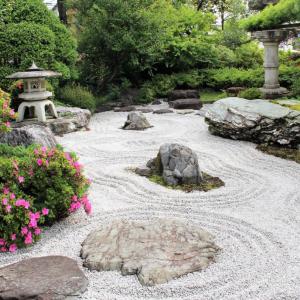 庭造り(砕石を敷いて、人工芝)