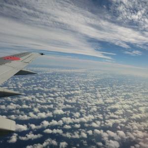 飛行機の窓側が好きな人必見 あの雲何かわかりますか?