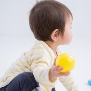 【赤ちゃんが頻繁に片目つむりをする】病院を受診するべき?