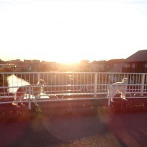 沈みゆく夕陽を、しばし眺める
