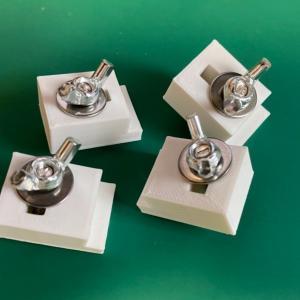 小型ケースを固定する CNC クランプ ~2~