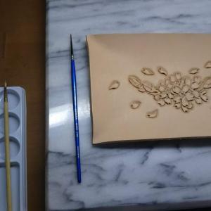 レザーカービング桜・浅い小物入れ革のお皿 完成