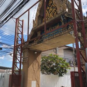 ベッカム寺院、こと「Wat Pariwat」に行く②マンション広告と隠れキャラ探し