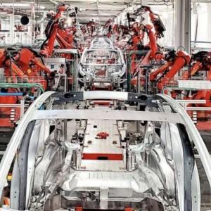 テスラの自動車工場が日本か韓国に進出!?イーロンマスクがアジアに新たな工場建設を示唆!!