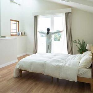 1014. この部屋朝日がはいるのよ。