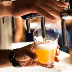 【悲報】お酒、1日たった一杯飲むだけでも寿命が縮むことが判明!