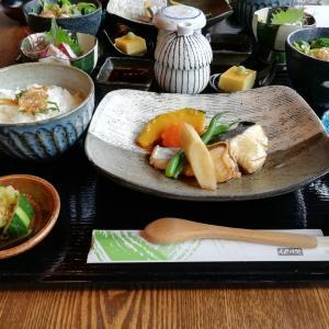 まるでカフェみたいな雰囲気の和食屋さん「 味彩 Ajisai 」で妹とランチ(v^ー゚)  女子の心をくすぐる配膳と趣向を凝らした器と料理の美味しさで今日も幸せ♡