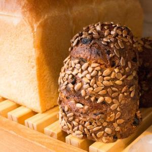 石臼挽き全粒粉の果実とクルミのパン(2019.10.13)