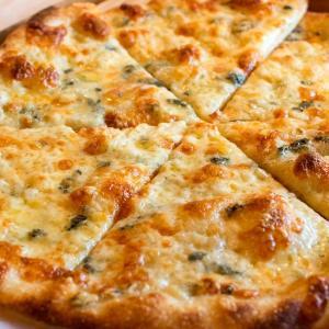 モッツァレラのピッツァ、4種のチーズピッツァ焼き上がっております(2020.01.26)
