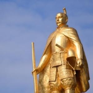 織田信長は本当に西洋風の鎧とマントを身に着けていたのか?
