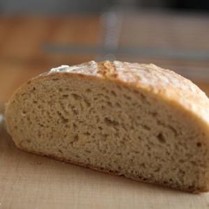 ライ麦を使ったパン作りの特徴。しっとりした重量感のあるパン。
