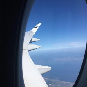 【1歳児と国際線】ワンオペフライトでも機内で快適に過ごす持ち物とコツ