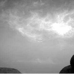 火星の空を雲が流れる