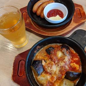 ガストのチキンとモッツァレラのトマトオーブン焼きとソーセージグリル