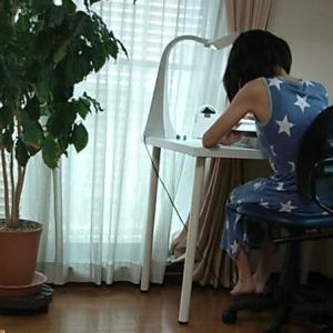 長女 椅子を買う