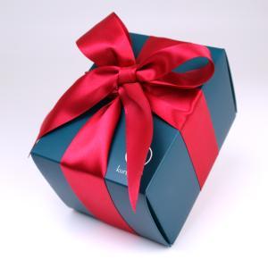 こりゃ詐欺だ!インチキ誕生日プレゼントを友達に贈る女子