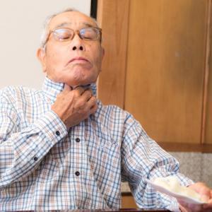 【高齢者の食べ方】手づかみで食べる・急いで食べる理由|失行・失認の対処法