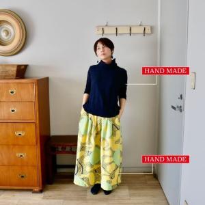 ナゾ柄のスカート