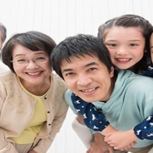 コロナウィルスにより家族で掃除日和 協調し合ってこなす