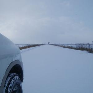 ジムニーで雪原を行く