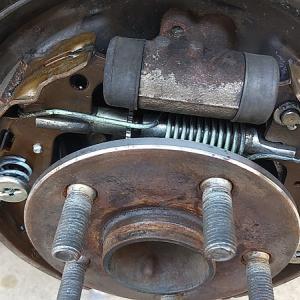 自分でやっちまえ!トヨタZCTのドラム式ブレーキシューを自分で交換する方法