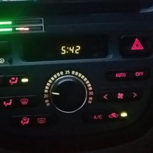 エアコンパネルを外して表示色を赤色に変えるDIY