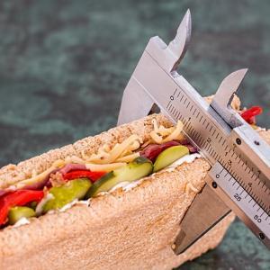 ダイエットにカロリー計算は必要なのか?【1日2500kcal摂っても痩せているよ】