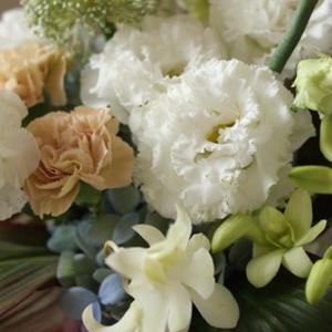 【今日のFlower note】白に加える優しいお花は♪