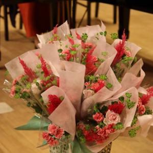 【ステージ装花】ピアノ教室の発表会は花束スタンドで♪
