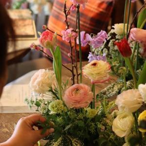 【花屋OPEN】一輪のお花でリラックス♪