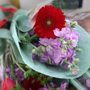 【今日の贈花】コンサートの花束はかっこよく♪