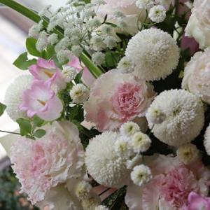 【お供え花】ほんのり可愛いピンク色を加えて♪