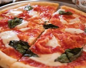 ピザ ピッツァ 違い