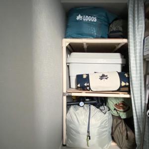 イレクターパイプで棚をDIY!キャンプ用品収納に最適でした。