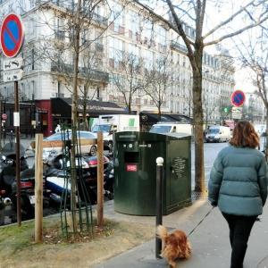 フランス版、お洋服のリサイクル回収ボックス