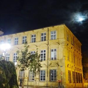 夜のエクスアンプロヴァンス、ある日のフランスの風景100