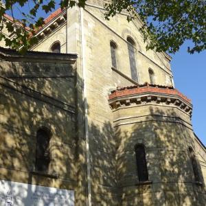 パリ14区、教会のある風景