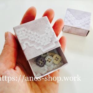 ハーダンガー刺繍を印刷してアクセ作品用の引出型ギフトボックス