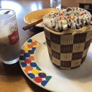誕生日ケーキ が、しかし・・・(´×ω×`)