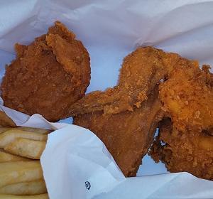 【優待ご飯】日本KFCホールディングス (9873)のケンタッキーで「レッドホットチキン」とツイッターで当たった「ベリーレモネード」を食べてきました♪