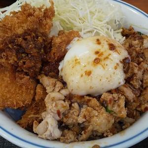 【優待ご飯】アークランドサービス(3085)の「かつや」で「スパイシー 鶏ガパオチキンカツ丼」を食べてきました♪