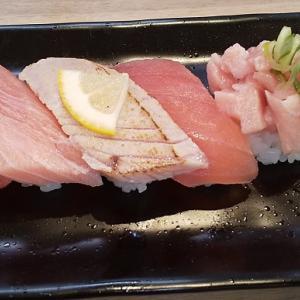 【優待ご飯】カッパ・クリエイト (7421)の「かっぱ寿司」で「アプリ会員特典:まぐろづくし5貫、鹿児島県山川港水揚げ 振り塩炭焼きかつお、上天ぷら盛り合わせ」を食べてきました♪