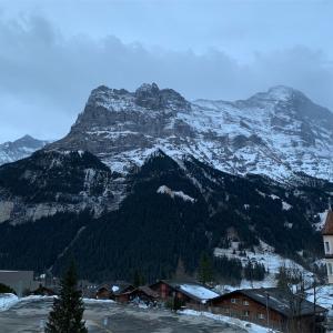 【スイス旅行 3】強風で予定変更、首都ベルンへ向かう