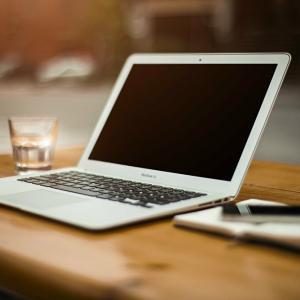 私がブログの1記事を投稿するのに費やしている時間は、平均6時間。