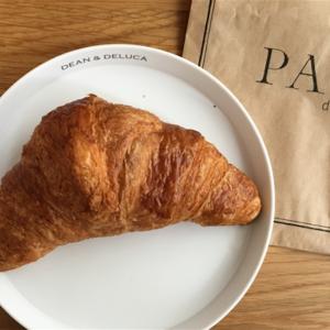 フランスの老舗パン屋ポールのクロワッサンとムック本の付録