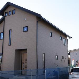長野県でゼロから始まる田舎の新築一戸建、1階の建具が取付完了